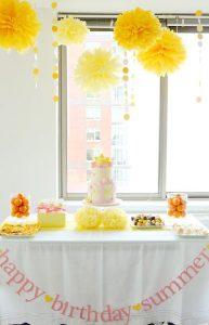 decoracion con pompones de papel